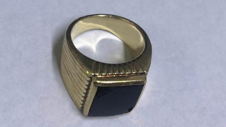 Recuperaron el anillo del expresidente Menem