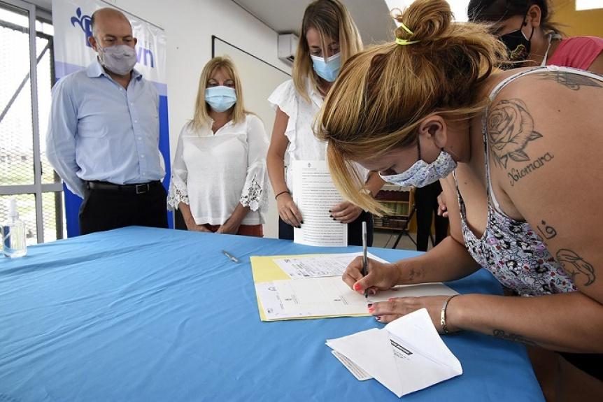 Más de 200 familias de Alte. Brown, Brandsen y Pergamino firmaron sus escrituras
