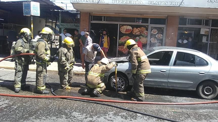 Un auto se prendi� fuego en el centro de San Francisco Solano