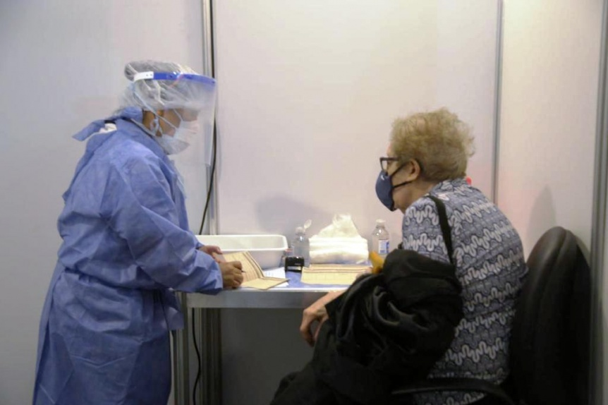 ¿Cómo interactúan las vacunas COVID-19 con las tradicionales de invierno?