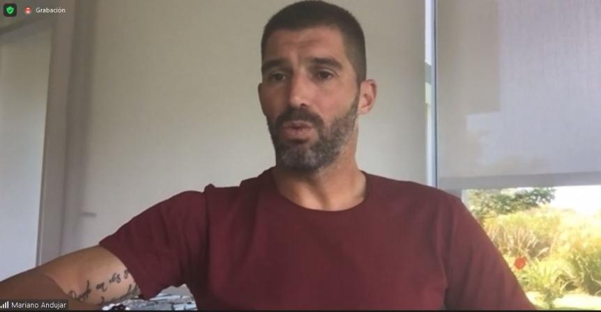 El arquero Mariano Andújar participó de una charla motivacional en 20 cárceles bonaerenses