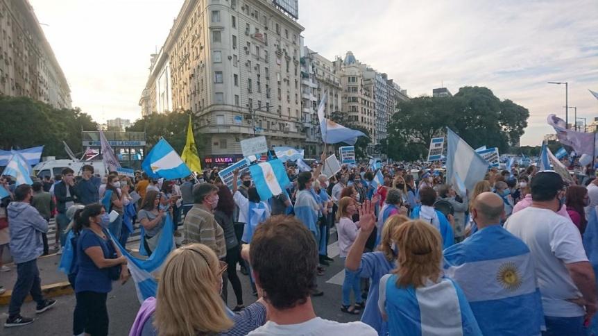Movilizaci�n contra las nuevas restricciones del Gobierno en Olivos y el Obelisco