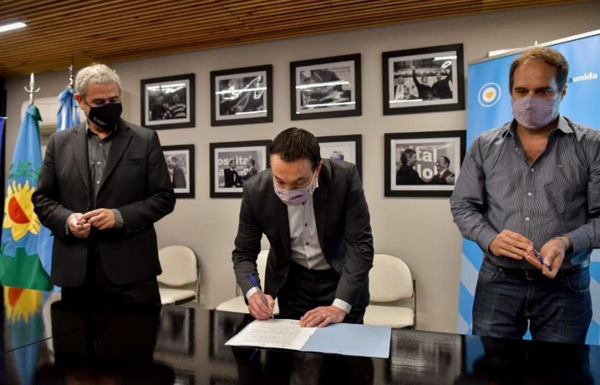 Firmaron convenio para construir viviendas en Florencio Varela