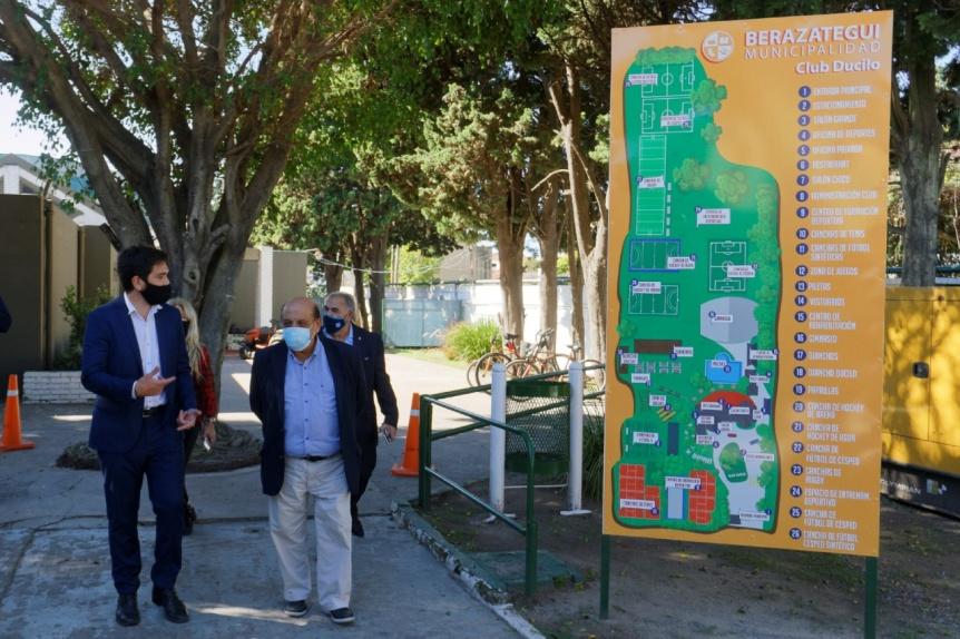 Mussi y funcionarios de Deportes de Naci�n recorrieron obras en el gimnasio De Vicenzo