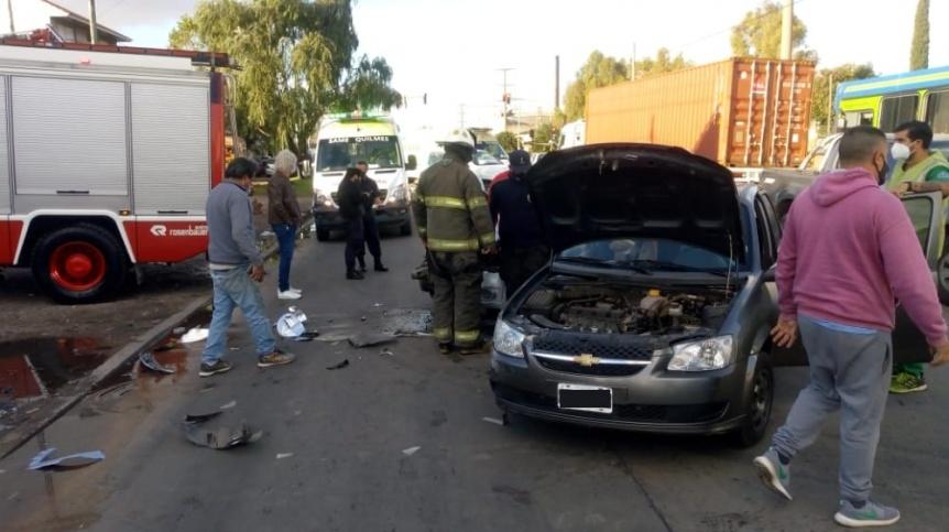 Choque y personas atrapadas en Bernal Oeste