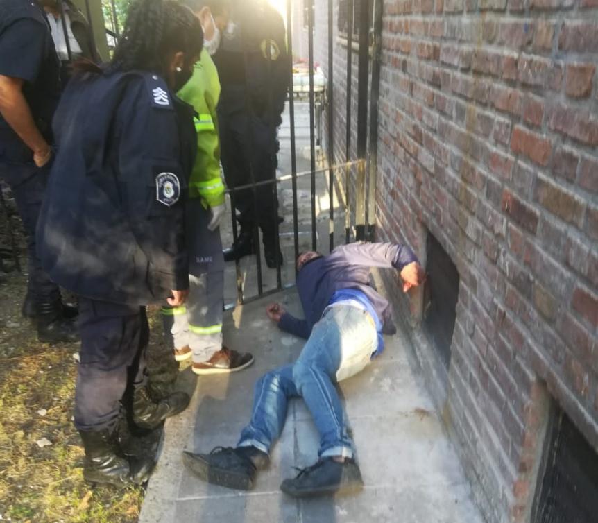 Joven escaló muros de la escuela Normal de Quilmes y se cayó