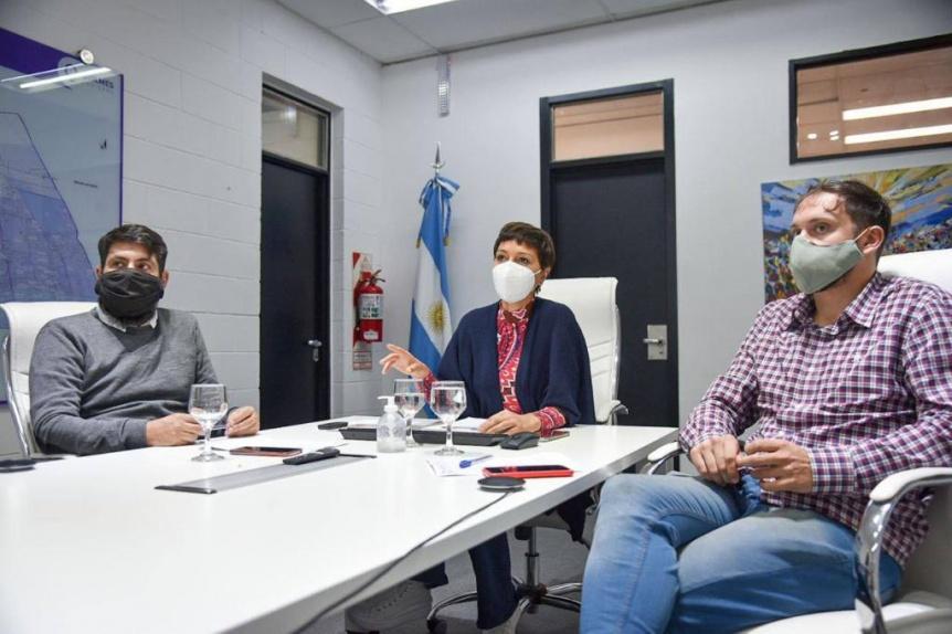 """Mayra Mendoza en un zoom con productores por el programa """"Comprá en Red"""""""