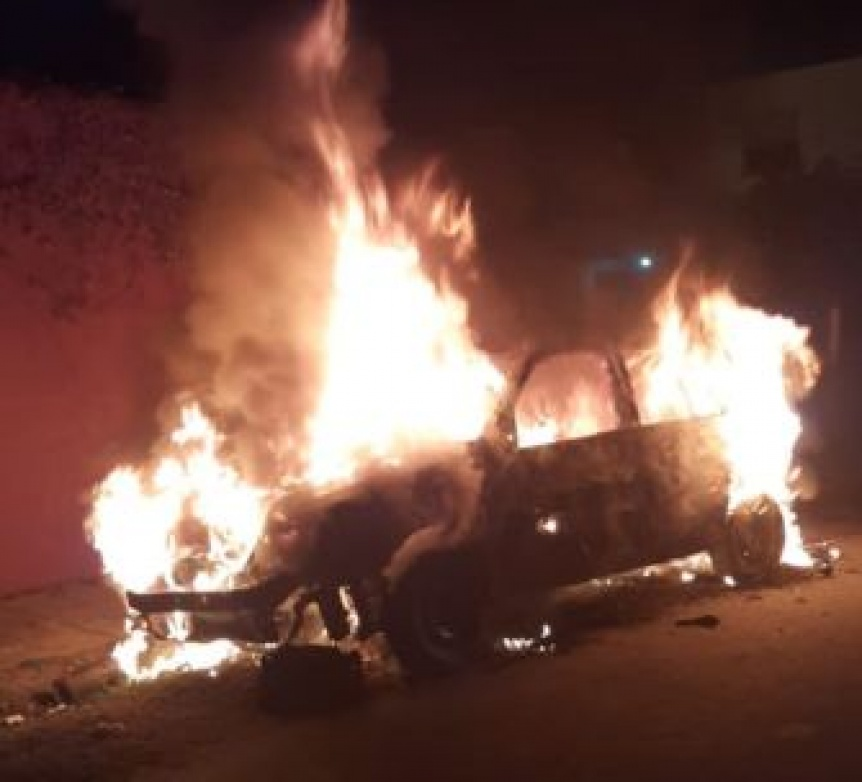 Quilmes Oeste: Se incendi� un auto con p�rdidas totales