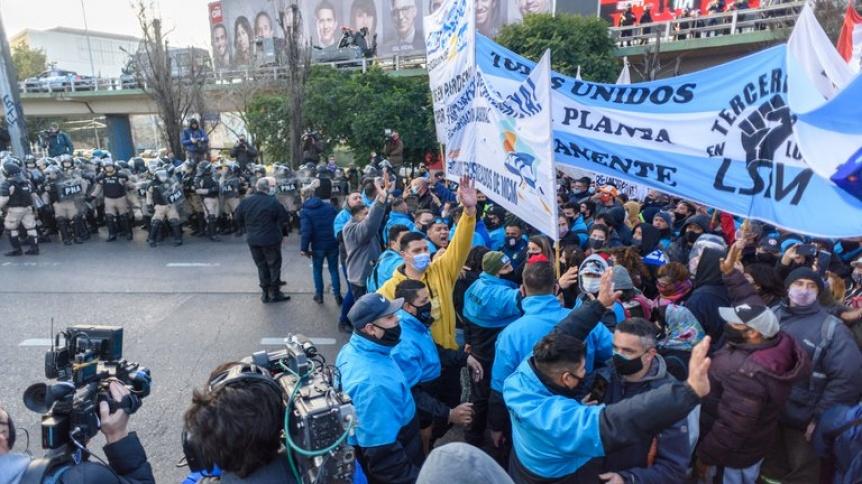 Caos de tránsito: Manifestantes cortaron el puente Pueyrredón