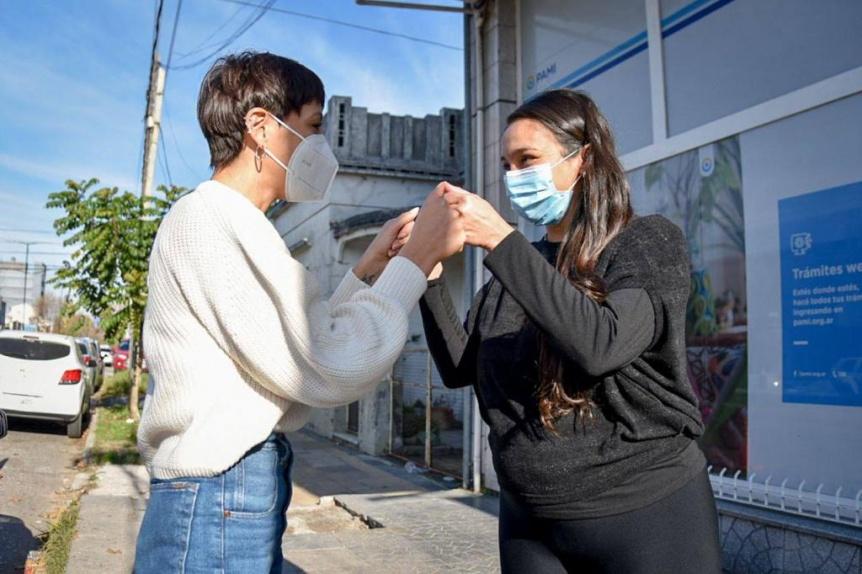 Mayra Mendoza reconoci� a un enfermero fallecido durante la pandemia