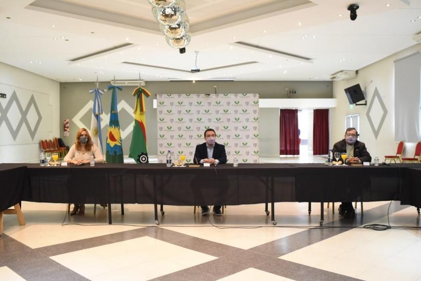 Varela y el Obispado firmaron convenio para uso compartido de un predio