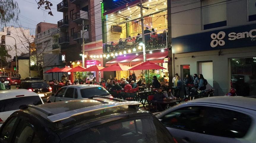 El centro de Quilmes festej� el D�a del Amigo con mucha gente en las calles