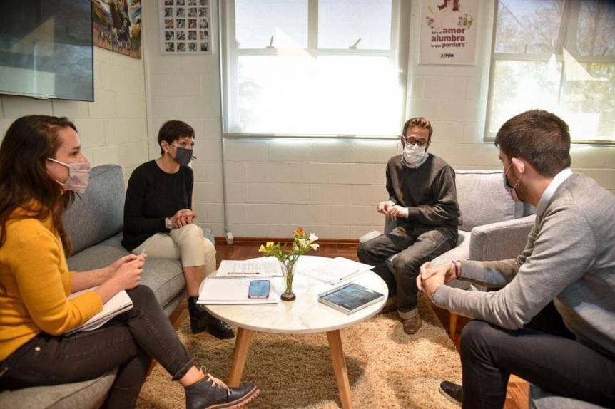 Mendoza firm� un convenio con Agust�n Simone para obras h�dricas en Bernal Oeste