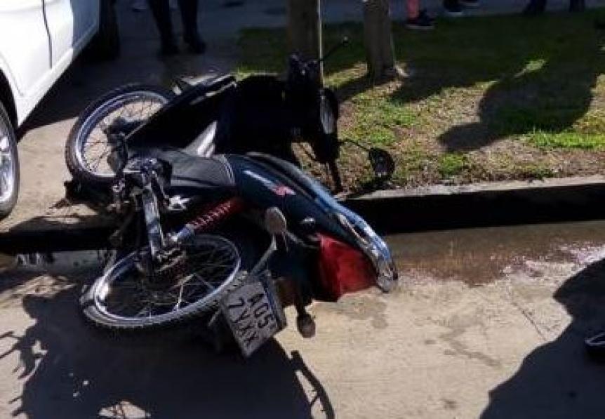 Un motociclista resultó herido al chocar con un auto en San Francisco Solano