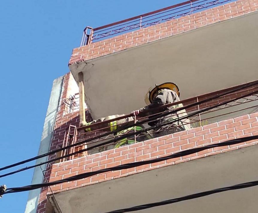 Disparan operativo de emergencia por riesgo de derrumbe de un balc�n