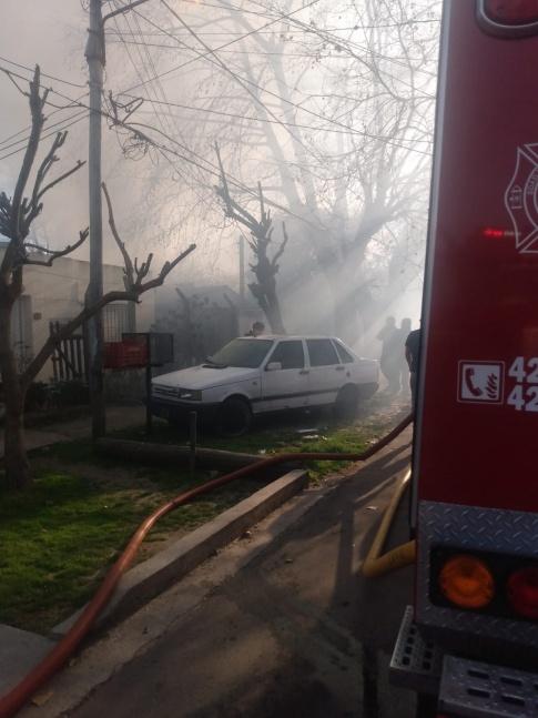 Una casa de familia qued� completamente destruida por el fuego