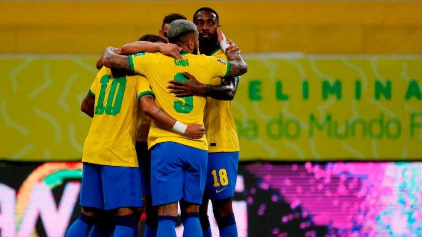 Brasil le gan� a Per� y sigue en lo m�s alto de la tabla