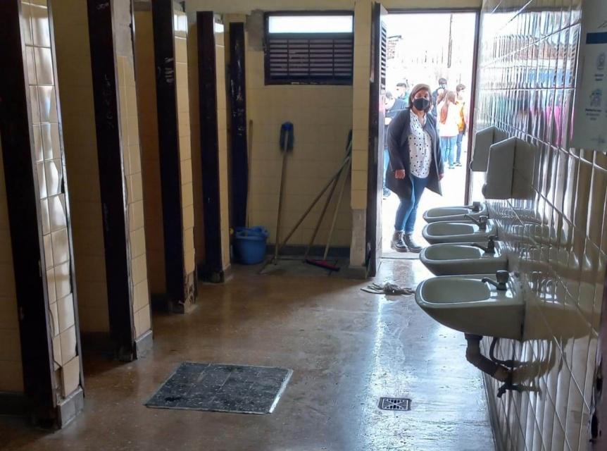 Florencio Varela: Para votar hubo que pasar por el ba�o