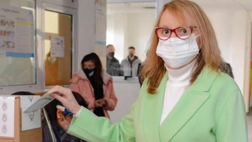Alicia Kirchner le pidió la renuncia a todo su gabinete tras la dura derrota en las PASO
