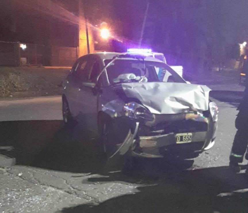 Una mujer herida en el violento choque de dos autos