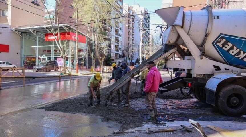 Lan�s: Contin�an las obras de bacheo y repavimentaci�n en diferentes barrios