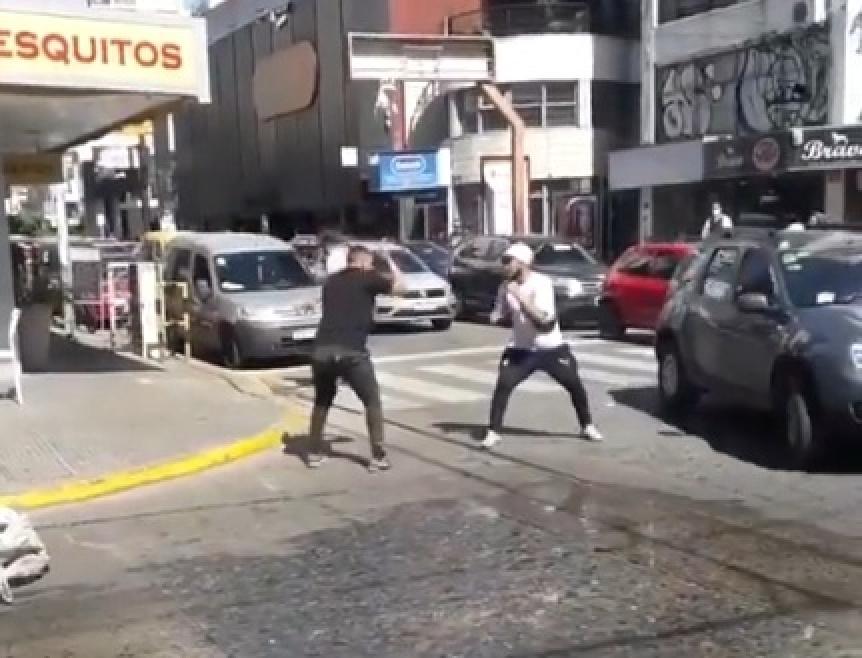 Violenta gresca entre un trapito y otro sujeto en Quilmes centro