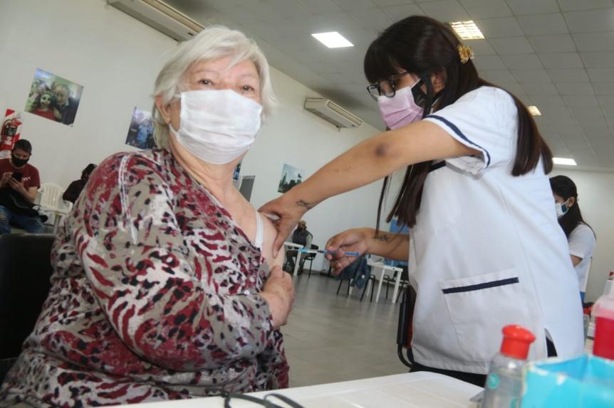 Contin�a a buen ritmo la vacunaci�n contra el COVID en Lomas de Zamora