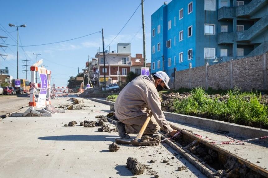 Avanzan las obras de hormigonado y ca�er�as en avenida La Plata
