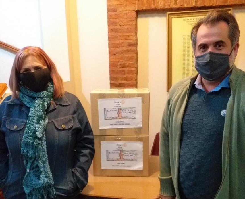 Rotary Club Ezpeleta donó libros a la Biblioteca Del Otro Lado del Árbol