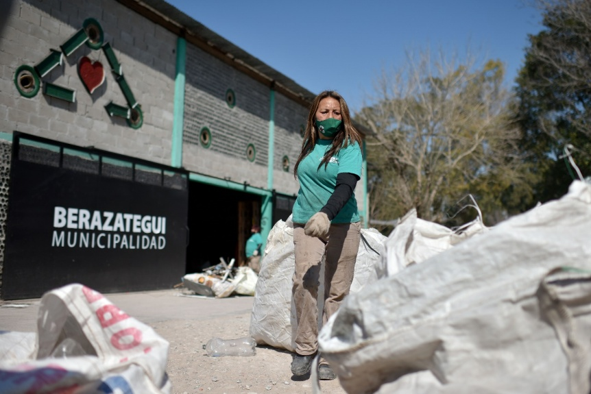 """Economía circular de la mano de """"Bera Recicla"""", programa que apoya Coca-Cola Reginald Lee"""