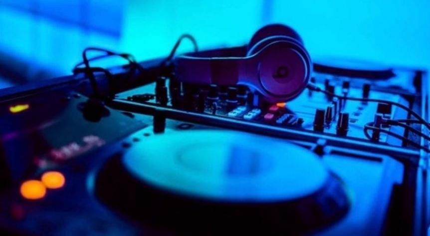 Radio FAN celebra el D�a de la Primavera y los 16 a�os de su programaci�n Electropop