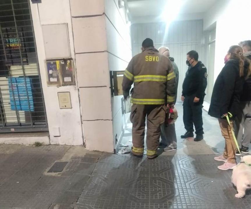 Susto en Quilmes centro por el incendio de una caja el�ctrica
