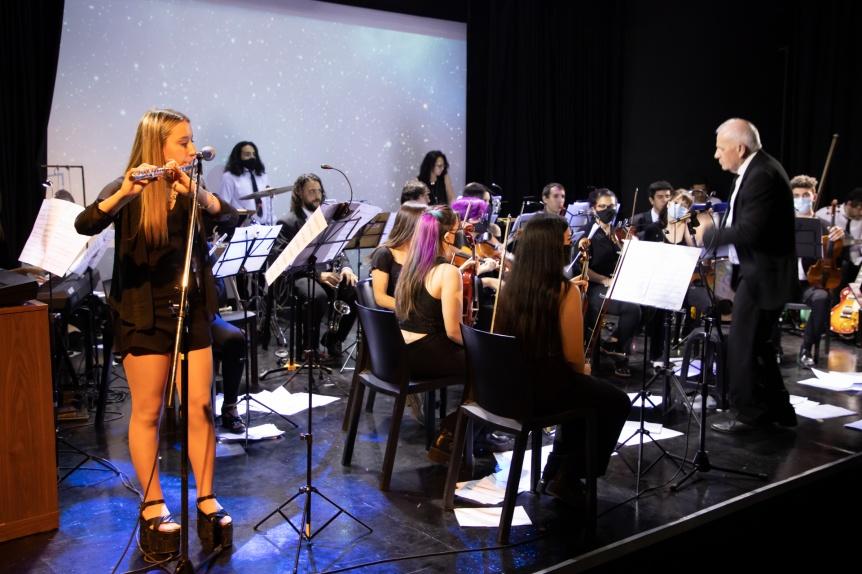 La Orquesta Escuela Municipal de Berazategui  brind� un concierto en el auditorio del Rigolleau