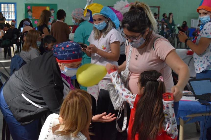 Vizzotti celebr� la vacunaci�n de m�s de 100 mil ni�os durante la primera jornada