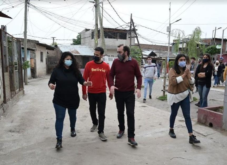 Barrios, �lvarez y Galdurralde recorrieron obras de reurbanizaci�n en Villa Por�