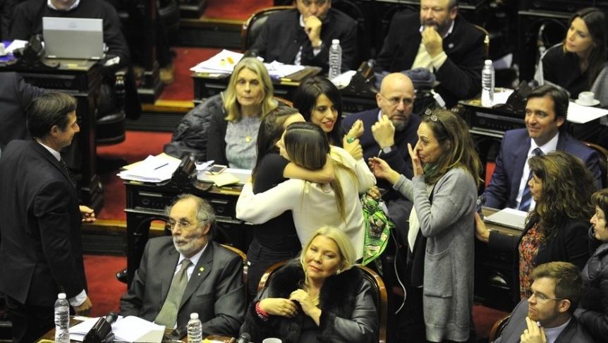 El aborto legal tuvo media sanci�n en Diputados por 129 votos contra 125