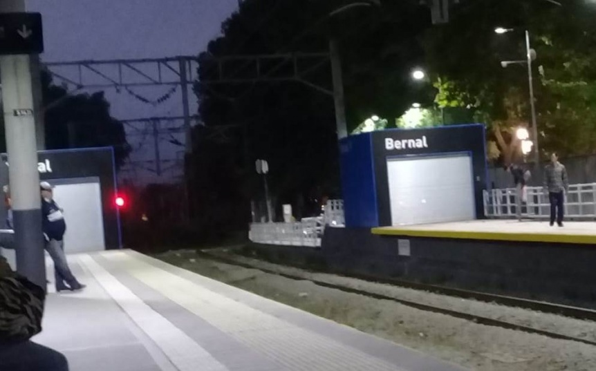 Confirman que no reabrirán los ingresos laterales de la estación Bernal