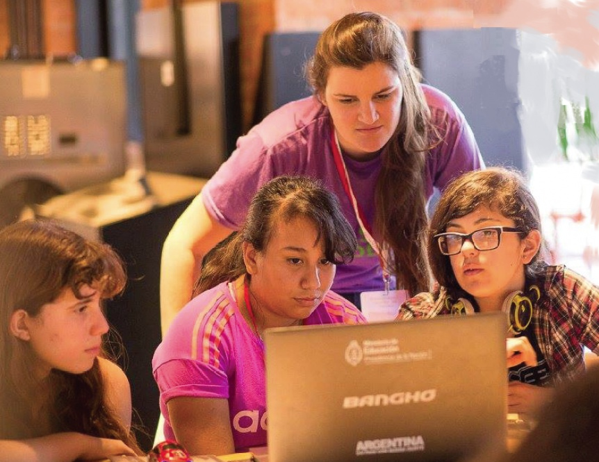 """Ya se encuentra abierta la inscripción a """"Clubes de chicas en tecnología"""""""