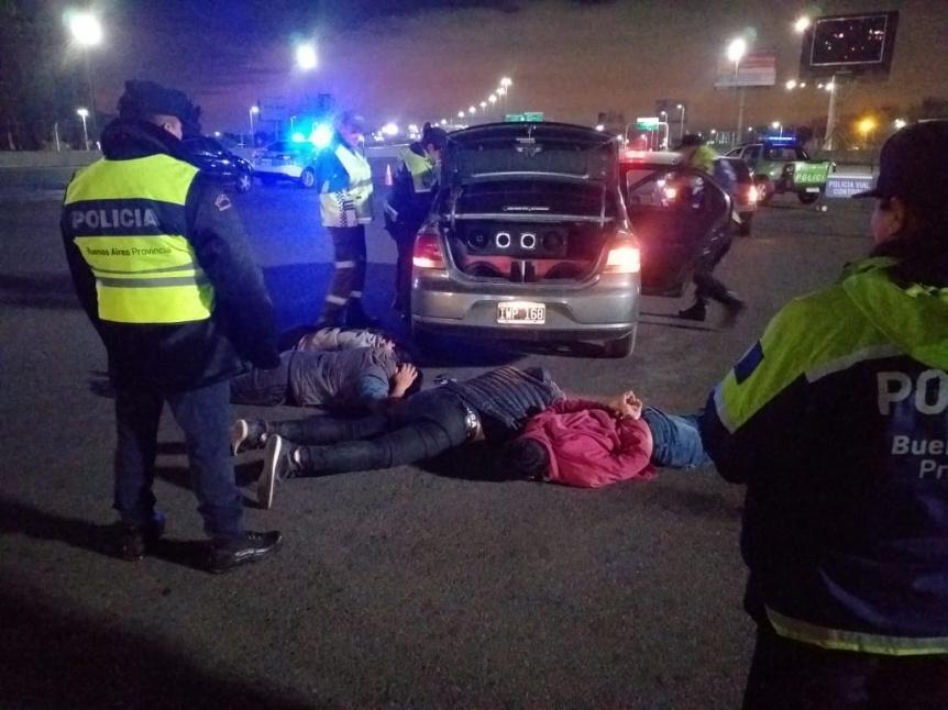 Interceptaron a grupo de delincuentes armados en la Autopista