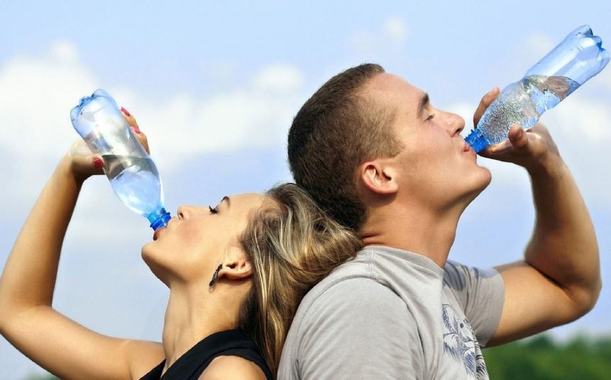 Beber agua mejora el humor y reduce la tensión