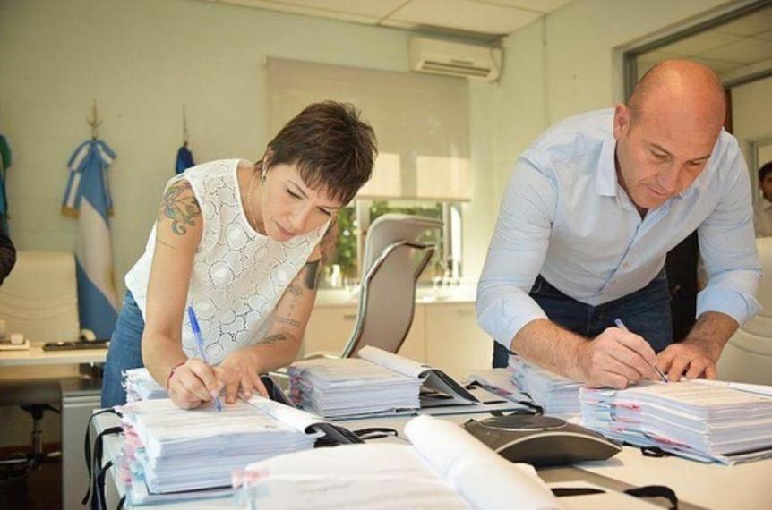Quilmes: Martiniano Molina y Mayra Mendoza firmaron el traspaso de mando
