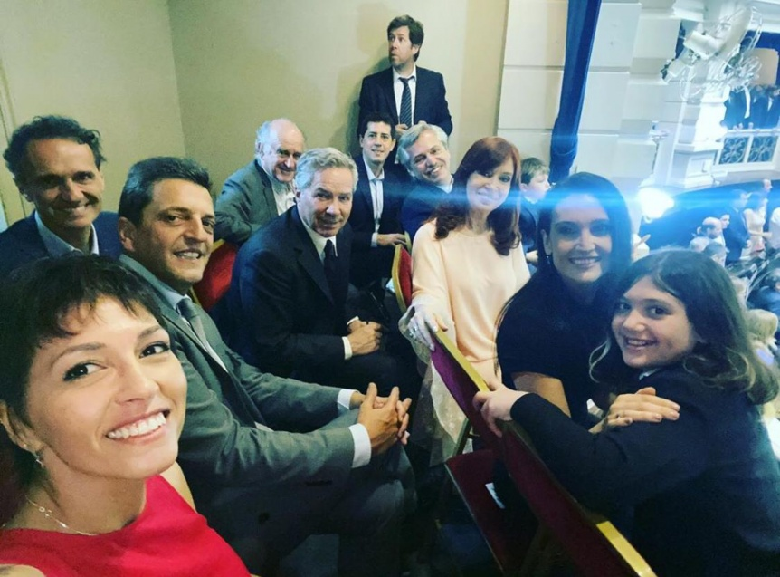 Mayra junto al Presidente y CFK en la asunci�n de Kicillof