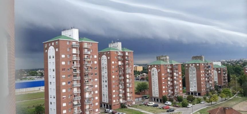 La tormenta que en minutos dej� a Quilmes de noche en pleno d�a