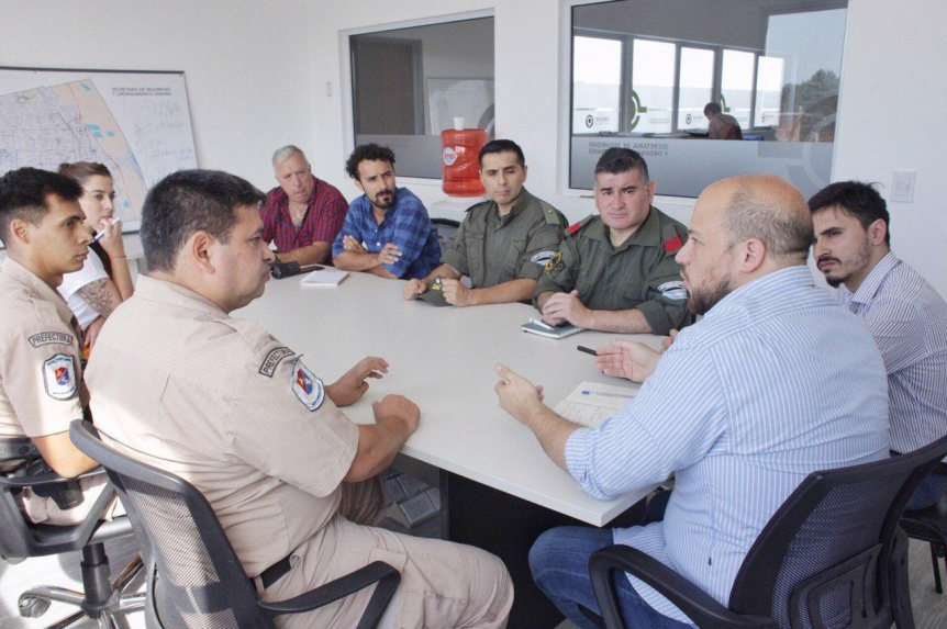 Funcionarios quilme�os con las fuerzas de seguridad nacional y provincial
