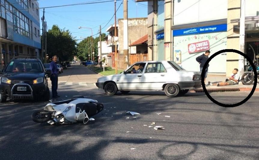 Choque de una moto con una camioneta en avenida Calchaquí