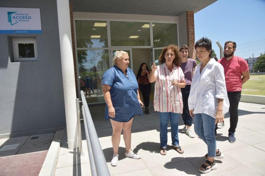 Mayra Mendoza visitó el Centro de Atención al Vecino de Itatí