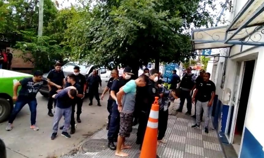 Ya recapturaron a 5 de los 6 presos que se fugaron de la Comisaría de La Cañada