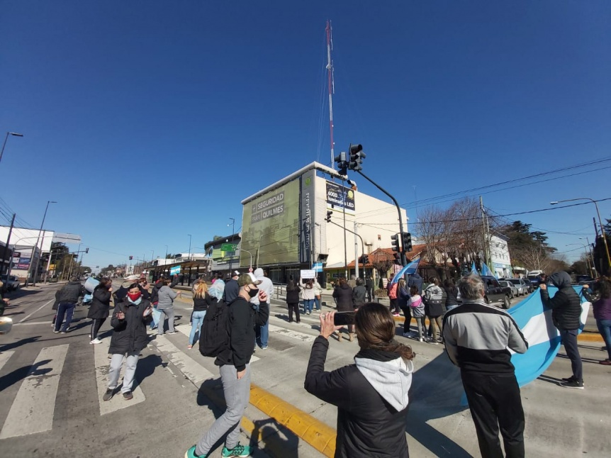 Vecinos cortan Av. Calchaquí frente al CEQ en reclamo de seguridad