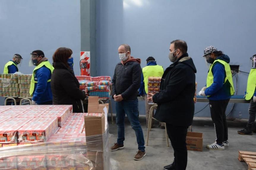 Lomas lleva adelante entrega de asistencia alimentaria
