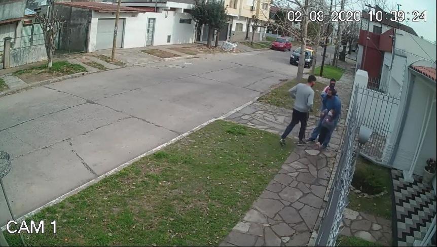 Detuvieron a los sospechosos de asaltar a un hombre y a su hija